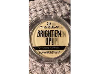 essence Brighten Up! Banana Powder | Mattifying Translucent Powder - Image 3