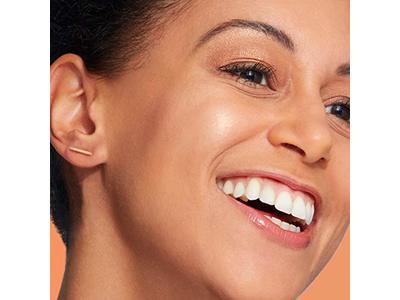 Olay Face Mist Hydrating Facial Spray, Energizing Essence with Vitamin C & Bergamot, 3.3 Fl Oz - Image 4