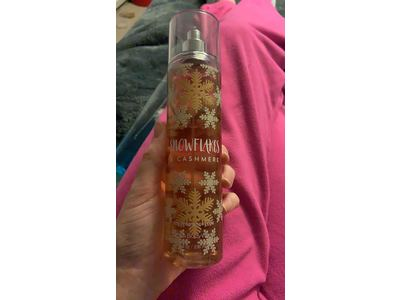 Bath and Body Works Cashmere Snowflakes Fine Fragrance Mist 8 Ounce Full Size - Image 3