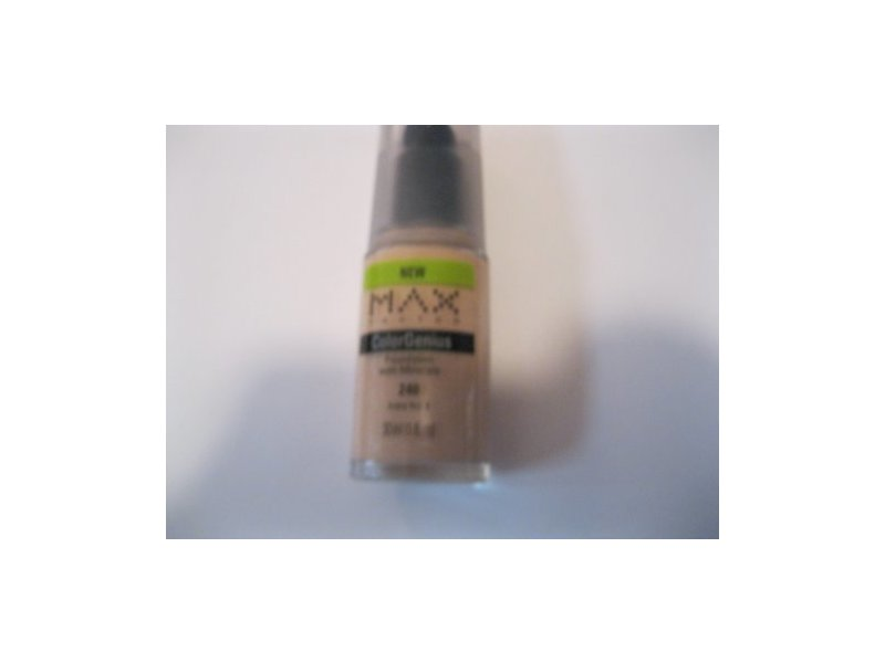 Max Factor ColorGenius with Minerals Foundation, Ivory 4 240 1 fl oz (30 ml)